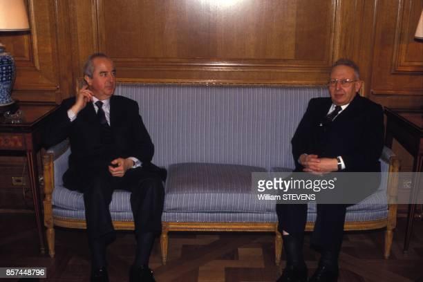 Le Premier ministre algerien Belaid Abdesselam recu par Edouard Balladur lors de sa en visite officielle le 18 fevrier 1993 a Paris France