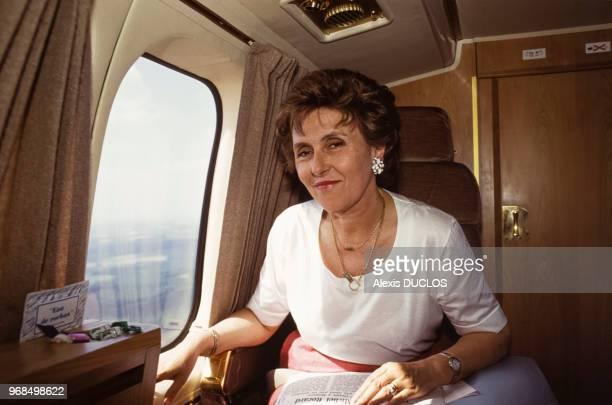 Le Premier ministre Edith Cresson se rend à Châtellerault à bord d'un avion le 25 mai 1991 France