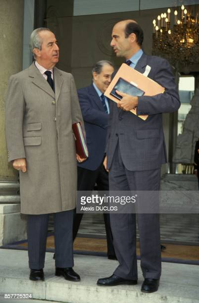 Le premier ministre Edouard Balladur et le ministre de Affaires Etrangeres Alain Juppe avec en arriere plan le ministre de l'Interieur Charles Pasqua...