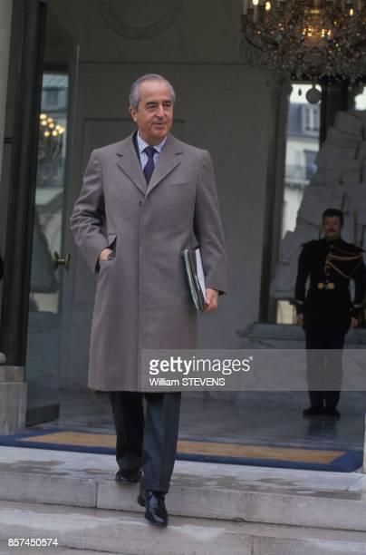 Le Premier ministre Edouard Balladur sort du Conseil des ministres au Palais de l'Elysee le 7 avril 1993 a Paris France