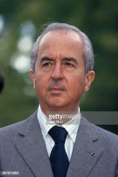 Le Premier ministre Edouard Balladur visite le centre hospitalier le 2 septembre 1994 a Garches France