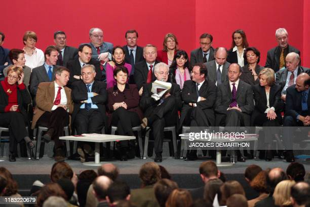 Le Premier ministre et candidat du Parti socialiste à l'élection présidentielle, Lionel Jospin présente, le 18 mars 2002 à Paris, son programme en...