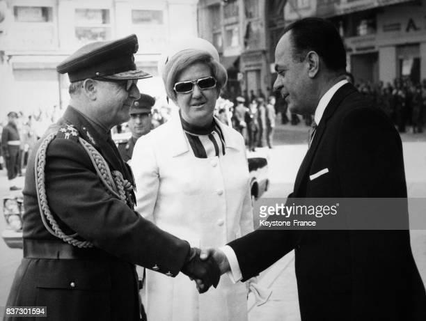 Le premier ministre Georgios Papadopoulos accueille le général Georges Zoitakis régent de Grèce et sa femme pour l'anniversaire du coup d'état des...