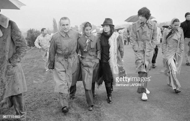 Le Premier ministre Jacques ChabanDelmas au golf avec son épouse Micheline et sa fille Véronique le 20 octobre 1971 France