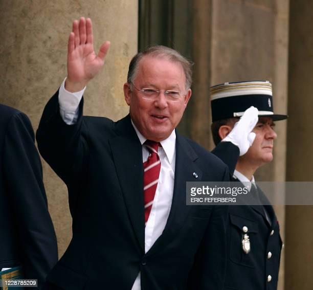le Premier ministre québécois Bernard Landry arrive le 29 octobre 2001 à l'Elysée à Paris pour un entretien avec le président Jacques Chirac M Landry...