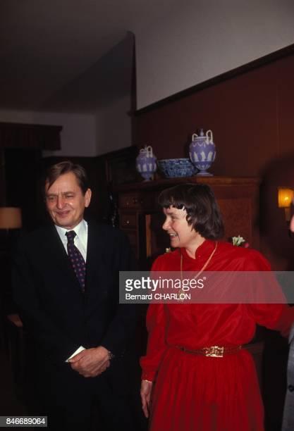 Le premier ministre suedois Olof Palme et sa femme Lisbet lors de la remise des prix Nobel le 10 decembre 1982 a Stockholm Suede