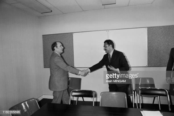 Le Premier ministre turc Bülent Ecevit reçu par François Mitterrand au siège du Parti Socialiste à Paris le 14 mai 1976 France