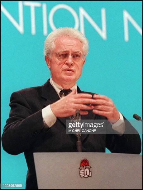 Le Premier secrétaire du Parti socialiste, Lionel Jospin, s'exprime lors de la convention nationale du parti, le 08 février à Paris, au cours de...