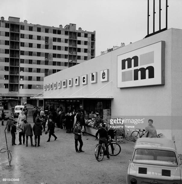Le premier supermarché paysan a ouvert à RosnysousBois France le 10 décembre 1964 Il doit servir d'expérimentation pour étudier les mécanismes du...