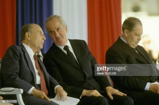 Le president de la Republique Francois Mitterrand le premier ministre Edouard Balladur et le ministre de l'Interieur Charles Pasqua en Corse le 12...