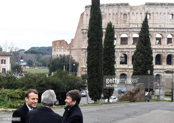 Le President Francais Emmanuel Macron arrive à la Domus Aurea, la maison dorée de l'empereur Neron près du Colisée où il est accueilli par le...
