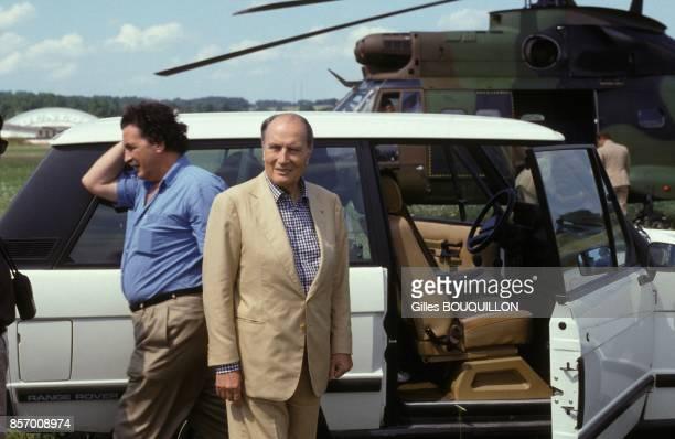 Le president Francois Mitterrand arrive dans le Gers pour l'anniversaire de son petitfils derriere lui son fils JeanChristophe le 18 aout 1991 a...