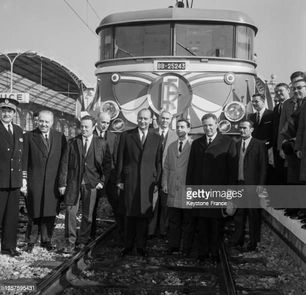 Le Préfet des Alpes Maritimes, René-Georges Thomas et au centre, les Ministres des Transports Jean Chamant et Luigi Mariotti pour l'Italie inaugurent...