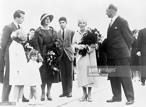 Le prince Albert la princesse de Rethy ses enfants la reine mère Elisabeth et l'exroi Léopold sont venus accueillir le roi Baudouin de retour de...