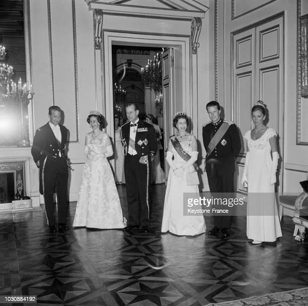 Le prince Albert la reine Fabiola le prince Philip la reine Elisabeth d'Angleterre le roi des belges Baudouin et la princesse Paola lors d'une...