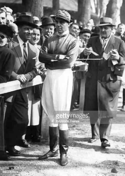Le Prince Ali Khan habillé en jockey lors d'une course en 1949 à SaintCloud France