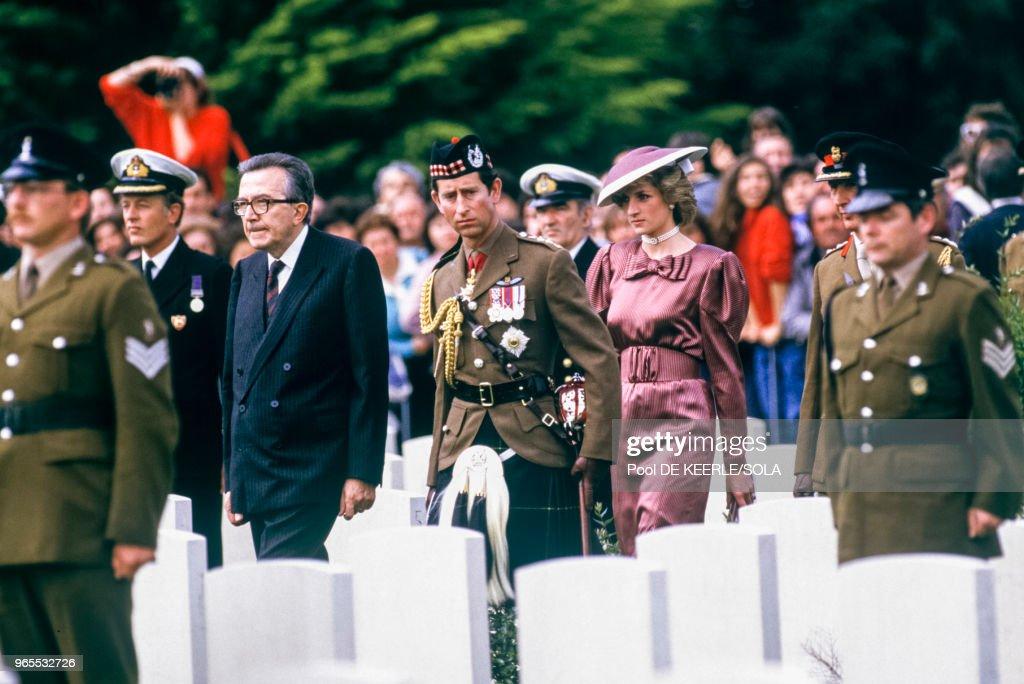 Charles et Diana en Italie : ニュース写真