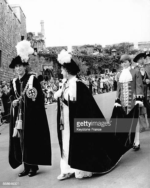 Le Prince Charles et la Reine Mere Elizabeth pendant la traditionnelle procession de l'Ordre de la Jarretiere le 16 juin 1970 a Windsor RoyaumeUni