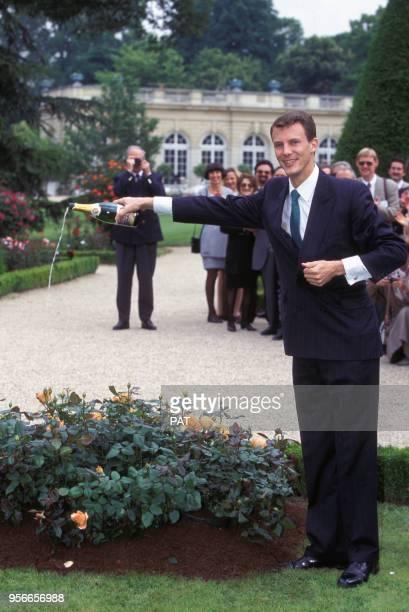 Le prince Joachim de Danemark lors du baptême de la rose 'Flora Danica' au parc de Bagatelle en juin 1995 à Paris France