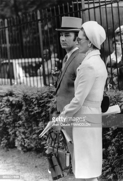 Le prince Karim Aga Khan IV et son épouse la Bégum Salimah Aga Khan le 4 juin 1973 à l'Hippodrome de Chantilly en France