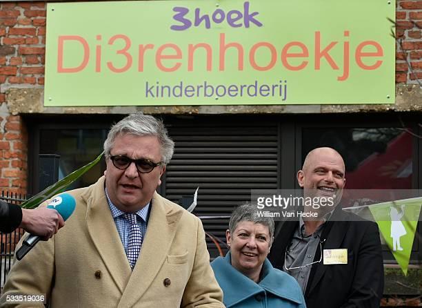 Le Prince Laurent visite l'école primaire 3Hoek à Ekeren et y assiste à l'inauguration de la ferme des enfants Bezoek van Prins Laurent aan de...
