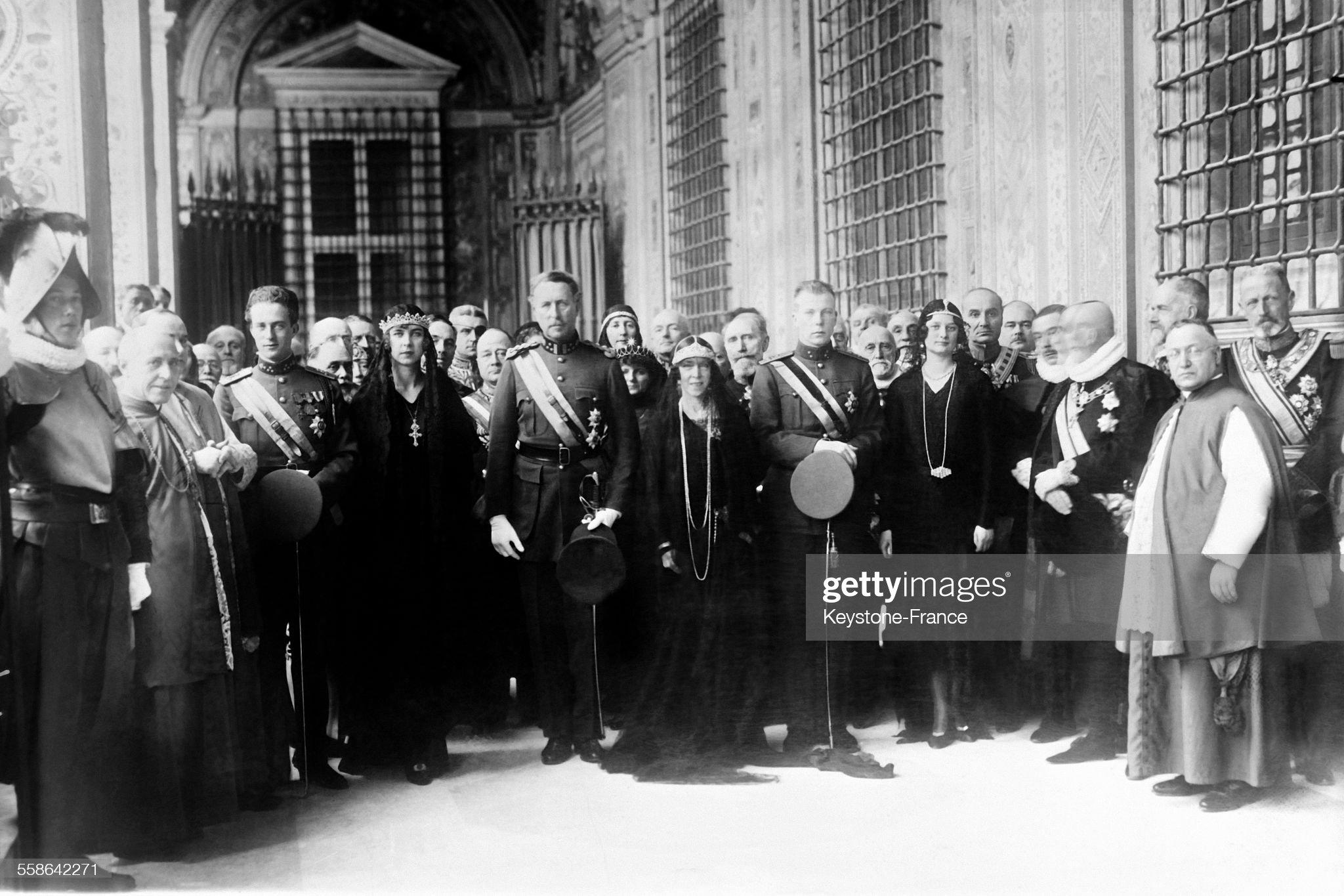 le-prince-lopold-la-princesse-mariejos-le-roi-albert-ier-de-belgique-picture-id558642271