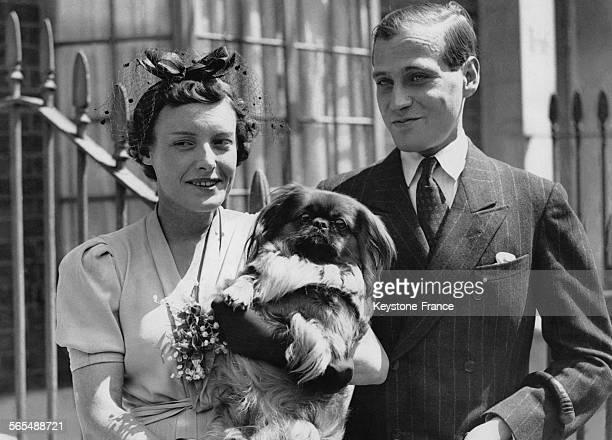 Le prince Louis de HesseDarmstadt et sa fiancée Margaret Campbell Geddes à Londres RoyaumeUni le 16 juillet 1937