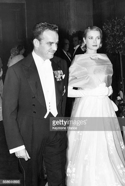 Le Prince Rainier et la Princesse Grace en tenue de soirée en 1957