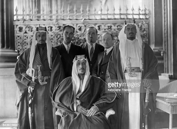 Le prince Saoud ben Abdelaziz Al Saoud sur la terrasse de l'hôtel Crillon à Paris France en 1935