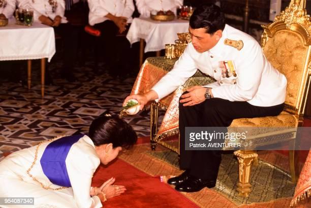 Le prince Vajiralongkorn fils du roi Bhumibol Adulyadej lors d'une cérémonie de remise de décoration en juillet 1995 à Bangkok Thaïlande