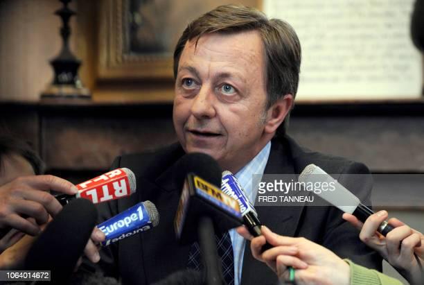 Le procureur de la République de Saint-Brieuc Gerard Zaug répond aux questions des journalistes, le 26 mars 2008 au tribunal de grande instance de...