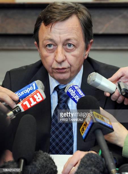 Le procureur de la République de SaintBrieuc Gerard Zaug répond aux questions des journalistes le 26 mars 2008 au tribunal de grande instance de...