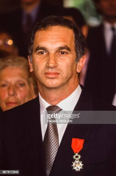 Le producteur Alain Terzian lors d'une remise de décoration le 22 juin 1994 à Paris France
