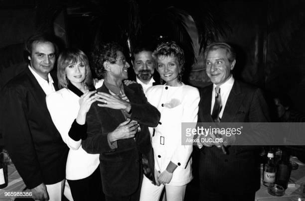 Le Producteur André Djaoui la comédienne Catherine Alric le comédien Darry Cowl Jean Yanne réalisateur du film sa compagne l'actrice Mimi Coutelier...