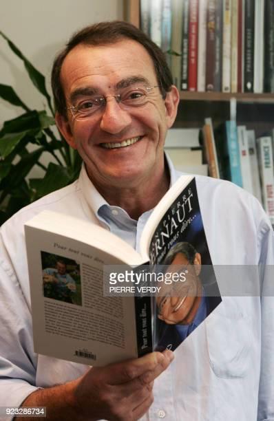 Le présentateur du journal télévisé de TF1 JeanPierre Pernaut pose dans son bureau le 17 février 2006 à BoulogneBillancourt JeanPierre Pernaut qui...