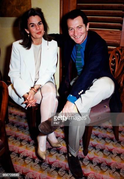 Le présentateur français William Leymergie et sa femme à l'ouverture du restaurant 'La table du Gouverneur' en mai 1994 à Le Palais sur Belleîleenmer