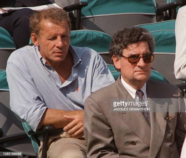 le présentateur vedette du journal de 20 heures de TF1 Patrick Poivre d'Arvor et le président de France Télévision Xavier GouyouBeauchamps assistent...