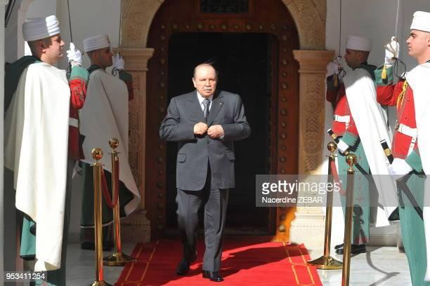 Le président Abdelaziz Bouteflika candidat à sa succession aux élections présidentielles d'avril 2014 ici le 11 mars 2013 à Cherchell dans la wilaya...