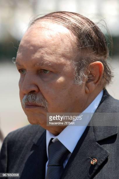Le président Abdelaziz Bouteflika candidat à sa succession aux élections présidentielles d'avril 2014 ici le 26 juin 2011 à Cherchell dans la wilaya...