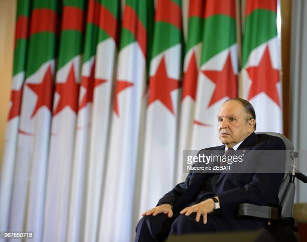 Le président algérien Abdelaziz Bouteflika prête serment pour un quatrième mandat le 28 avril 2014 Alger Algérie