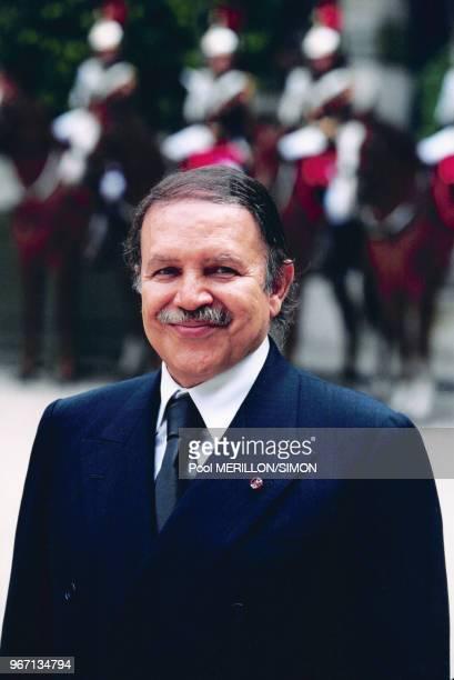Le Président algérien Abdelaziz Bouteflika reçu par le Président du Sénat Christian Poncelet le 15 juin 2000 à Paris France