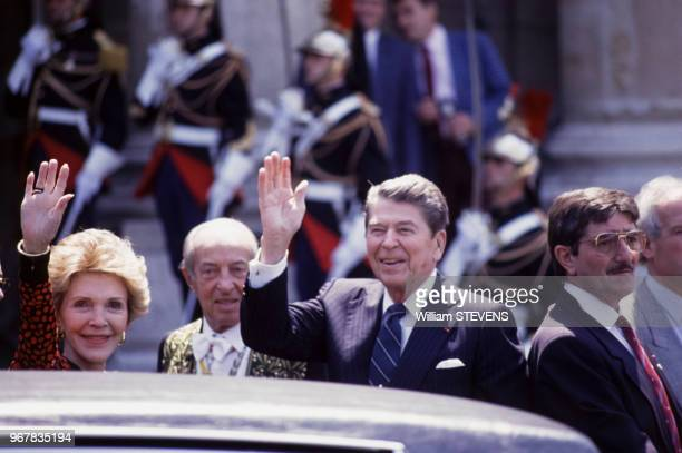 Le président américain Ronald Reagan et son épouse Nancy le 16 juin 1989 à Paris France