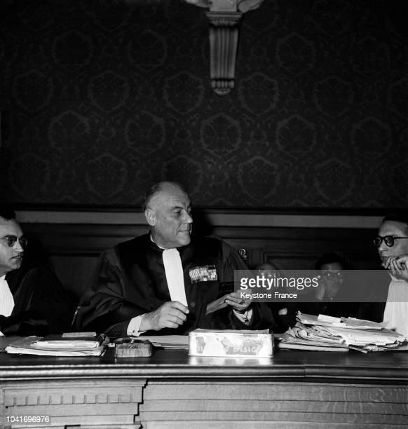 Le président de la cour Jadin au procès d'Yvonne Chevallier aux assises de la Marne à Reims en France le 6 novembre 1952