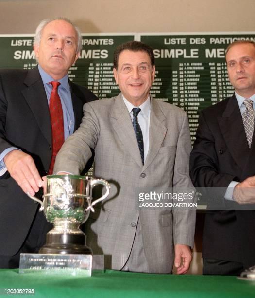 Le président de la Fédération Française de Tennis, Christian Bimes , l'ancien joueur Pierre Darmon et le juge-arbitre du tournoi Bruno Rebeuh...