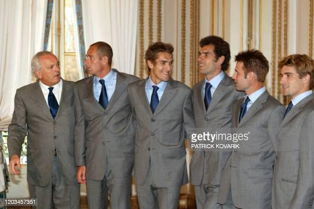 le président de la Fédération française de tennis Christian Bimes le capitaine de l'équipe de France de tennis Guy Forget Nicolas Escudé Cédric...