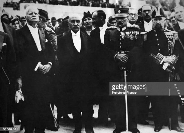 Le président de la république Alexandros Zaimis le président du conseil Panagis Tsaldaris et le général Condilys assistant à la parade militaire à...