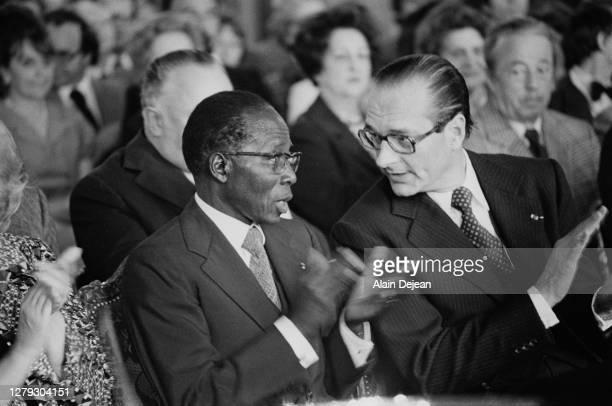 Le président de la République du Sénégal Léopold Sédar Senghor reçu par le maire de la capitale Jacques Chirac à l'hôtel de ville le 24 mai 1978 à...