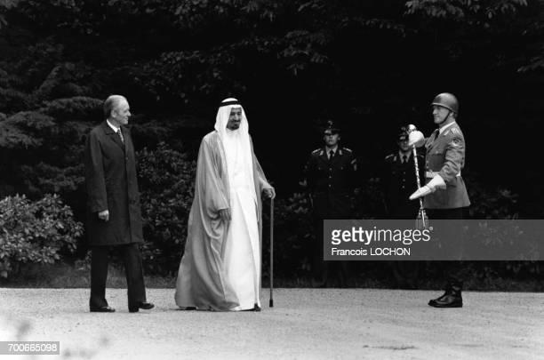 Le Président de la République fédérale d'Allemagne Karl Carstens a reçu le Roi Khaled ben Abdelaziz alSaoud d'Arabie saoudite le 17 juin 1980 à Bonn...