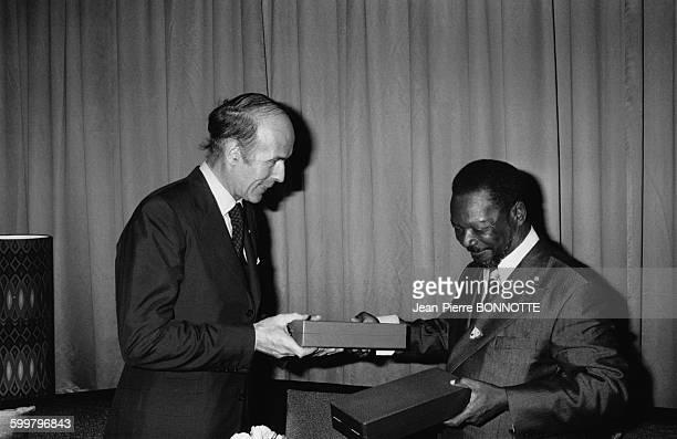 Le président de la République française Valéry Giscard d'Estaing et le président de la République centrafricaine JeanBedel Bokassa à Bangui en...