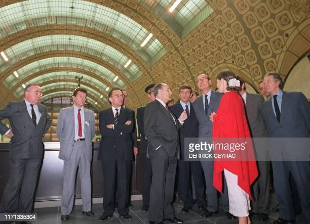 Le président de la République François Mitterrand, accompagné de Jacques Chirac, Premier ministre, François Léotard, ministre de la Culture et de la...